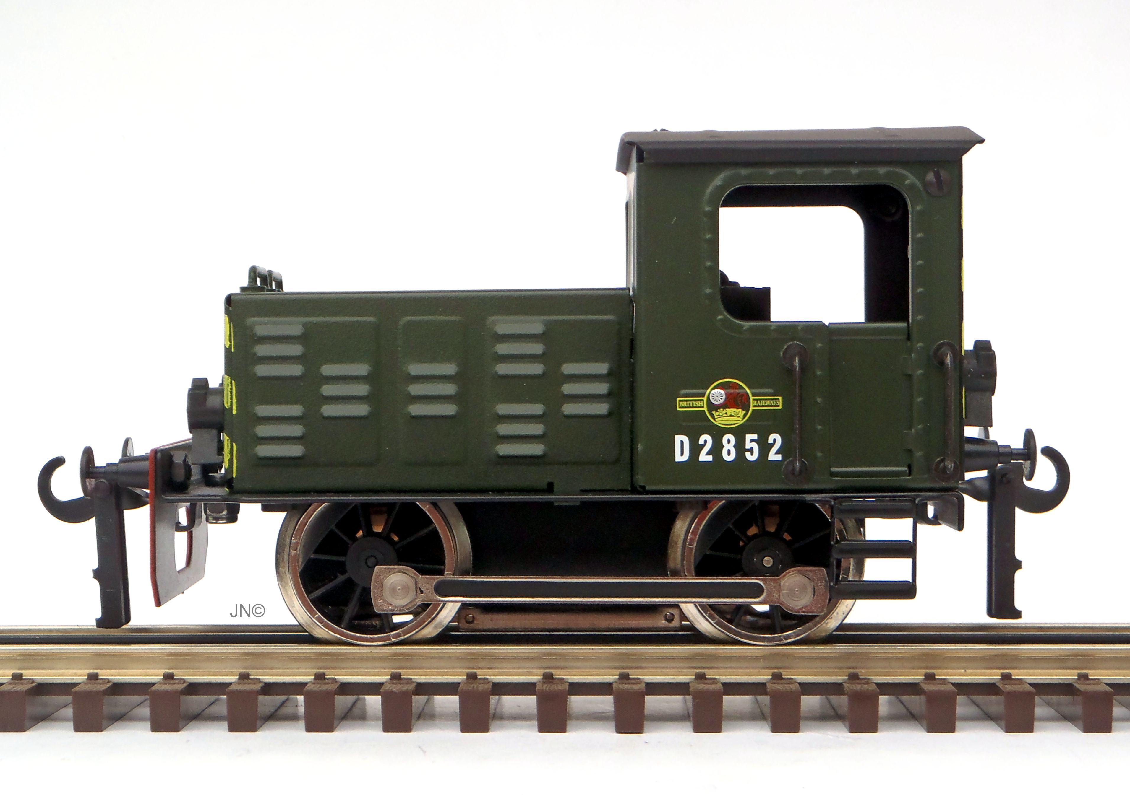 0-4-0 Diesel Shunter – British Railways (late crest) Green ETS #117 3-Rail BR Green